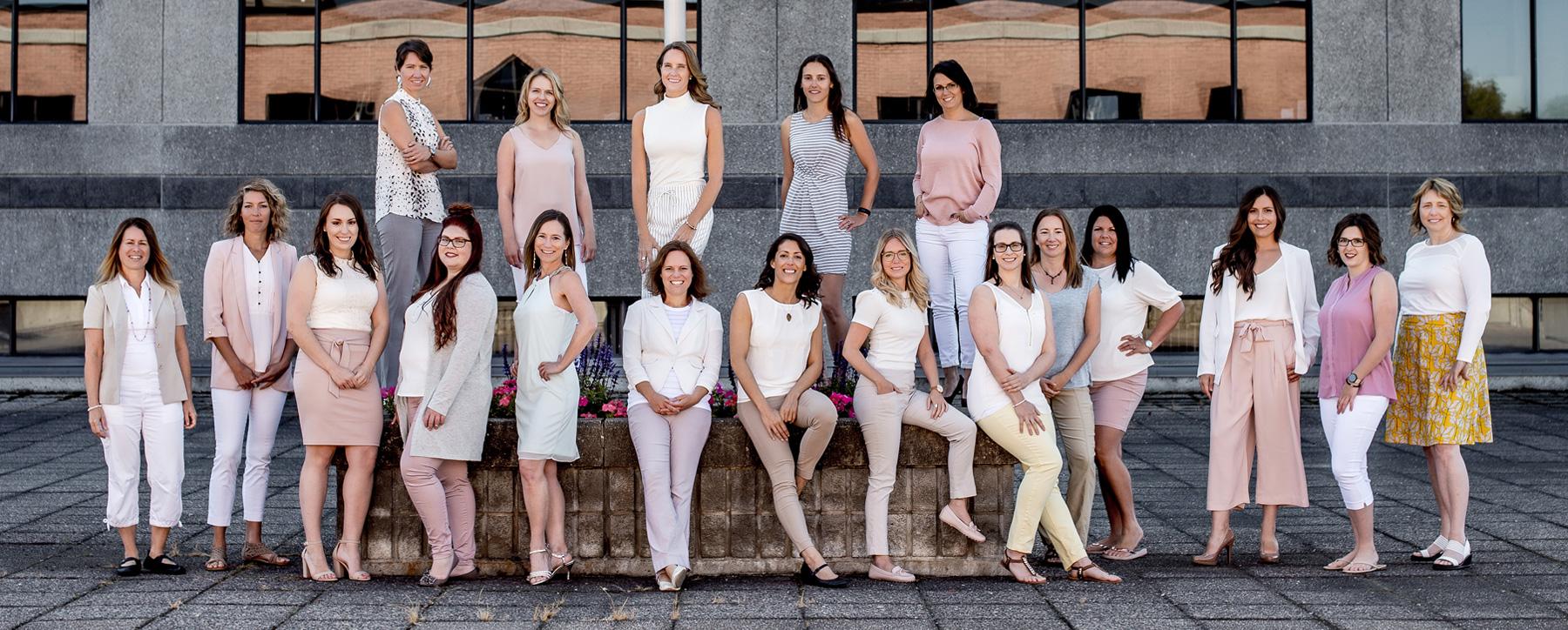 Équipe de la clinique Cigonia - physiothérapeutes en rééducation périnéale, physiothérapeutes en pédiatrie, ostéopathes, massothérapeutes, sexologue et de nutritionnistes